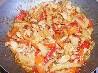 retete de mancare, mancaruri asiatice, bucataria asiatica, mancaruri picante, retete cu pui, preparate din piept de pui, wok, retete culinare,