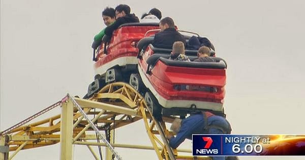 Melbourne Show rollercoaster leaves thrillseekers hanging