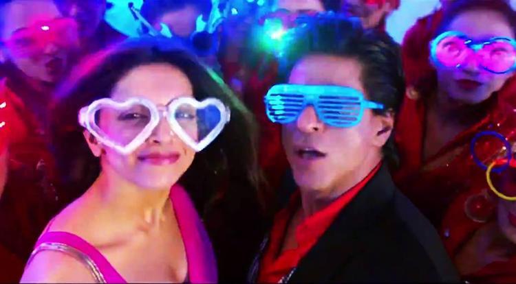 Lungi Dance Song Stills from Chennai Express Movie