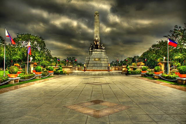 10 Most Famous Travel Destinations In Philippines | Rizal Park Manila Philippines