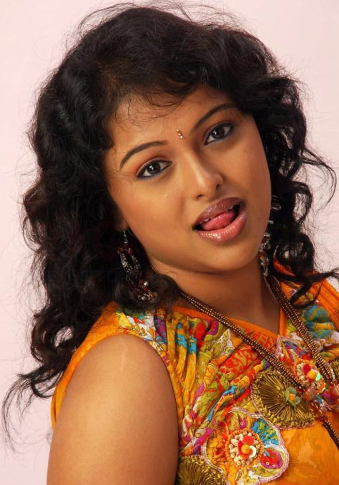 Cute Sneha Wallpapers Soumya Latest Images And Gellary 9 Tollywood Actress