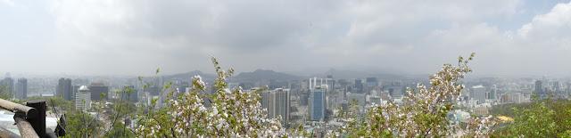 Panorama-Blick auf Seoul vom Namsan-Park