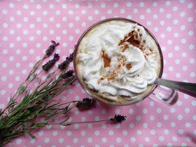 http://www.magicznezyciemarty.pl/2016/10/byskawiczny-piatek-dyniowa-kawa-latte.html