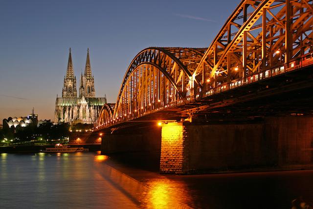 Ponte Hohenzollernbrücke em Colônia