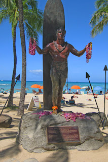 Legendary surfer and Olympic champion Duke Kahanamoku statue on Honolulu beach