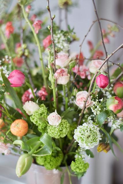 Ranunkeln Rosen Schleierkraut erste Pfingstrosen Blumenliebe Fruehlingsblumen 1000 gute Gruende Jules kleines Freudenhaus
