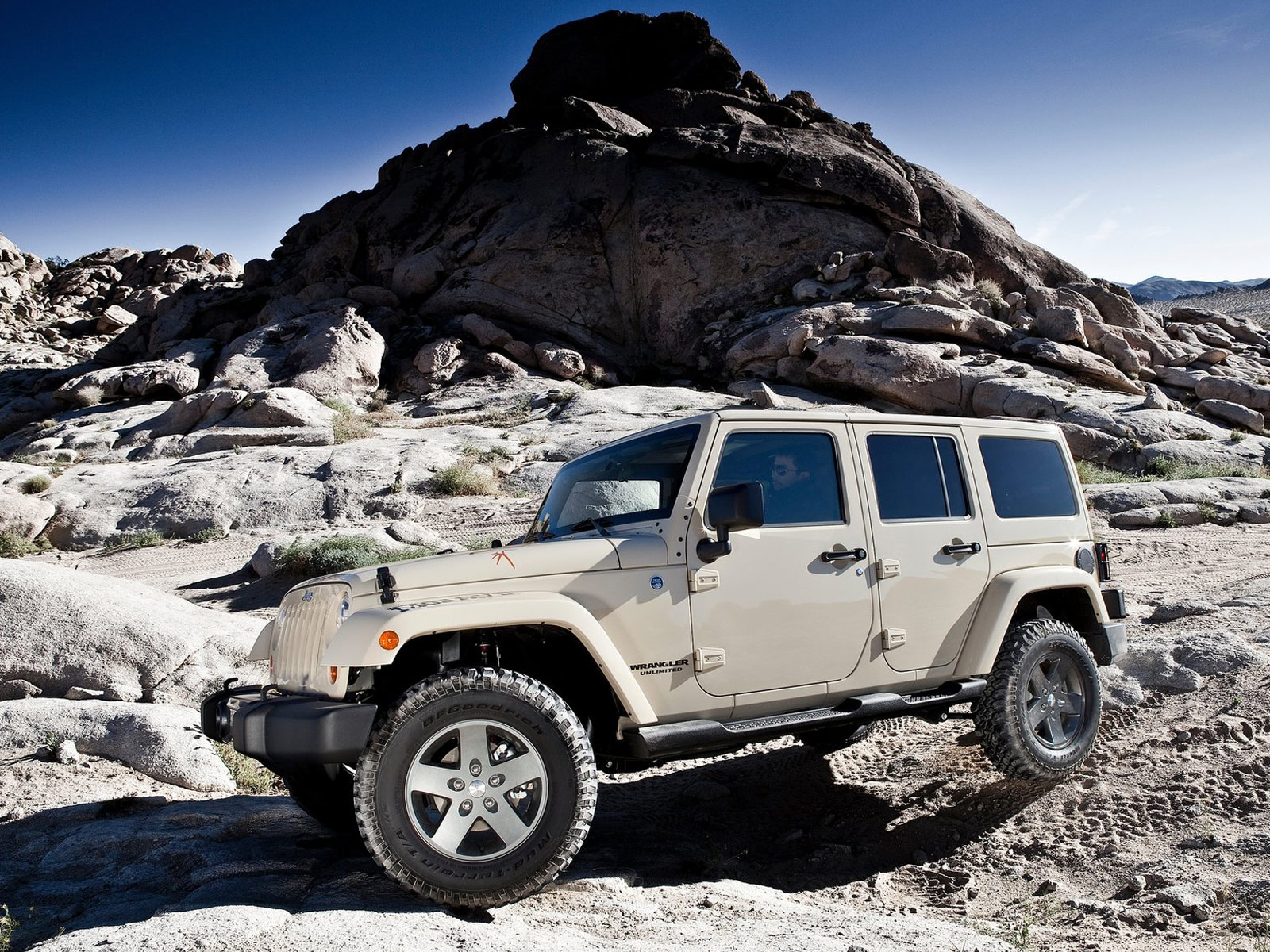 2011 JEEP Wrangler Mojave Pictures, Car Review