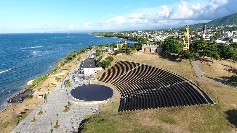 El presidente de rep blica dominicana danilo medina for Poto planta