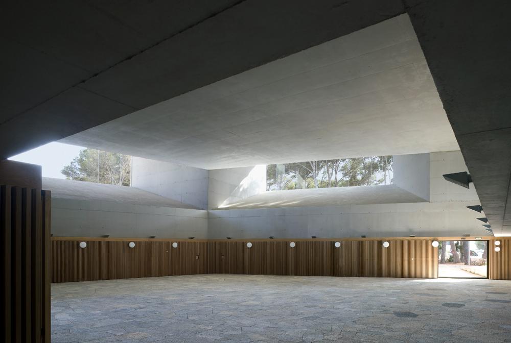 K meetsrm centro de conferencias en ibiza espa a por up arquitectos - Arquitectos en ibiza ...