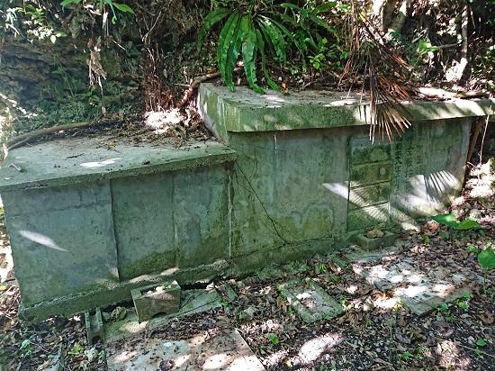 江洲グスク(江洲城跡)にある仲宗根按司之先祖の御墓の写真