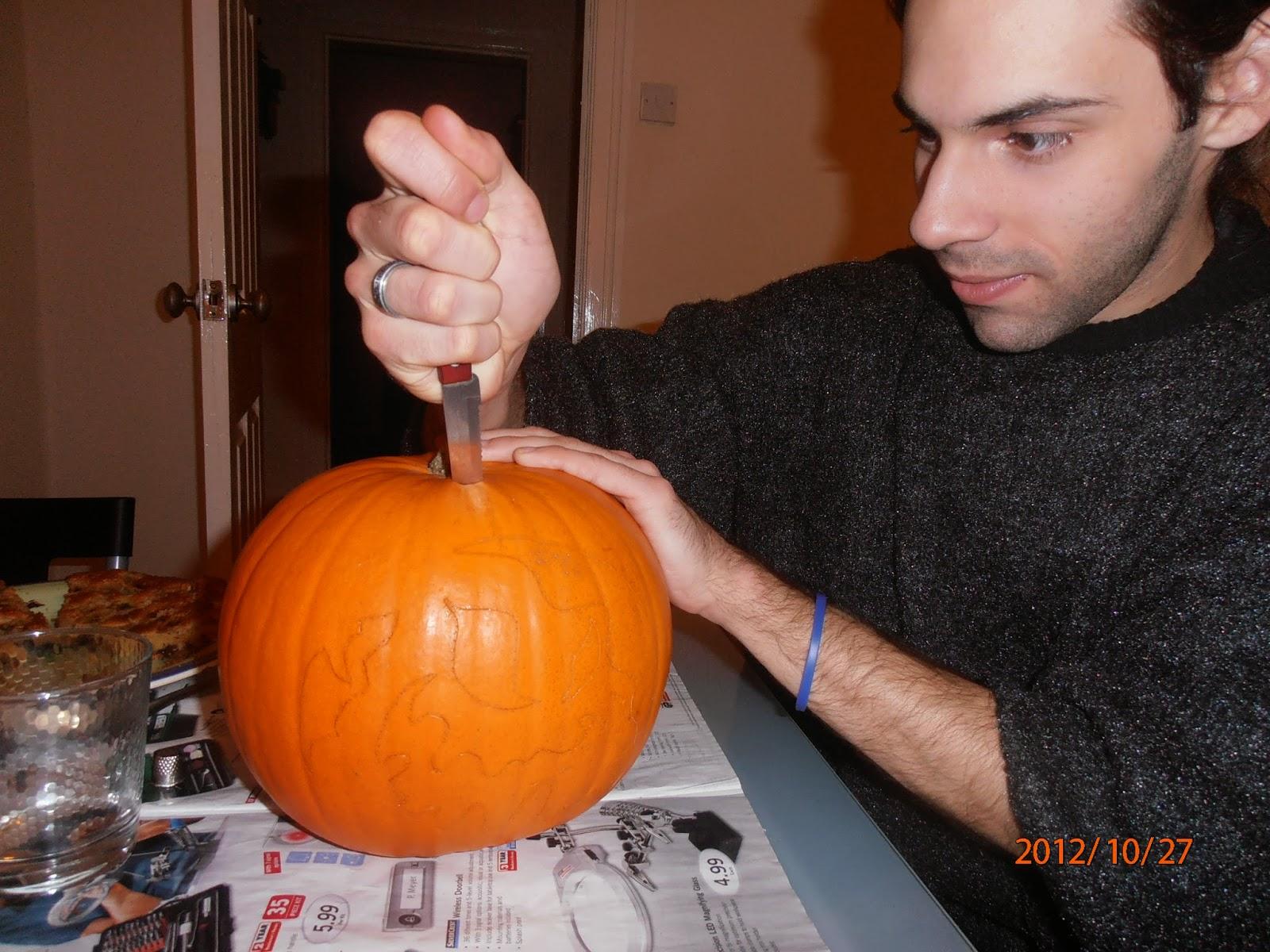 A Halloween-i töklámpás tetejére kört vágunk