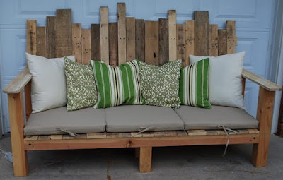divanetto creativo con pallets
