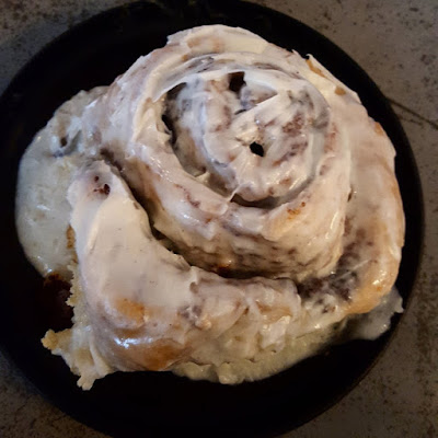blue-moon-cafe-baltimore-cinnamon-roll