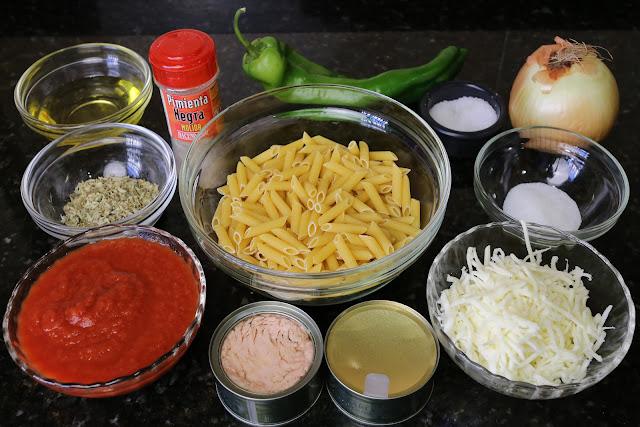 Ingredientes para macarrones con atún y tomate