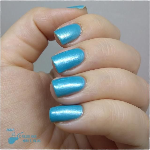 Celeste Drica Esmalte Cintilante Azul Nailpolish