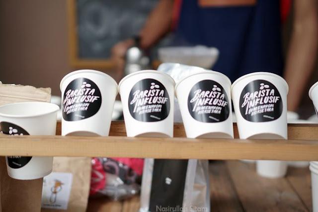 Deretan gelas plastik bertuliskan Cupable Coffee