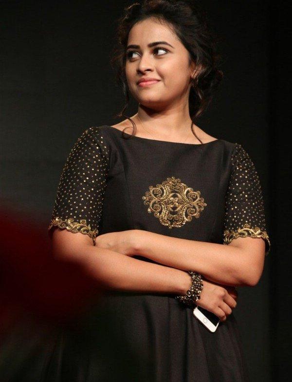 Maaveeran Kittu actress Sri Divya Latest pics