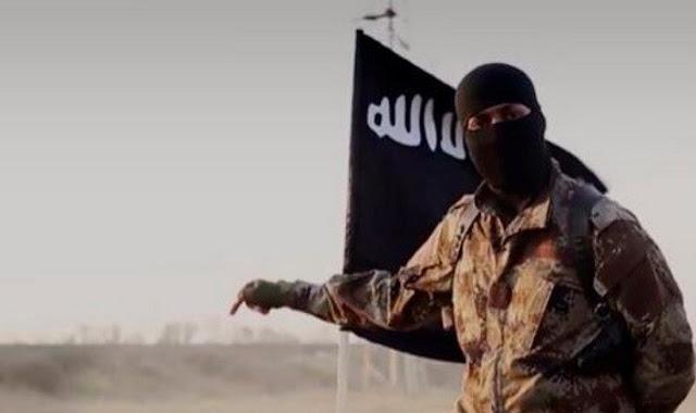 مقاتل من تنظيم داعش الإرهابي