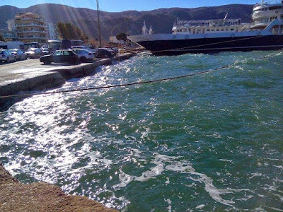 Δεμένα τα πλοία στο λιμάνι της Ηγουμενίτσας, λόγω των ισχυρών ανέμων
