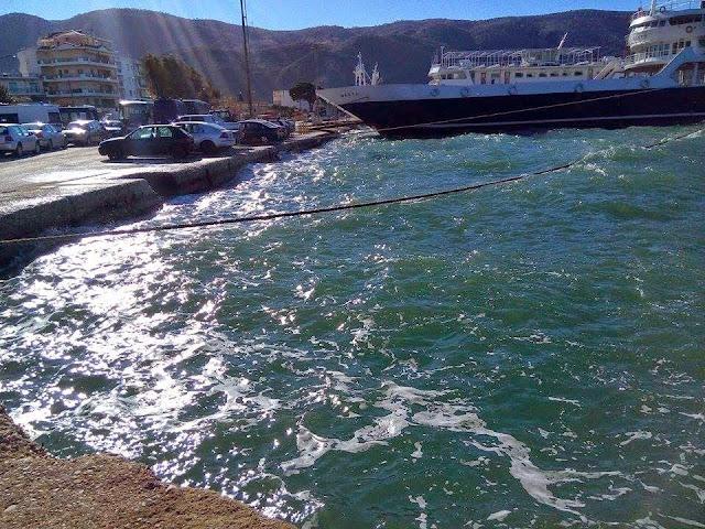 Θεσπρωτία: Δεμένα τα πλοία στο λιμάνι της Ηγουμενίτσας, λόγω των ισχυρών ανέμων