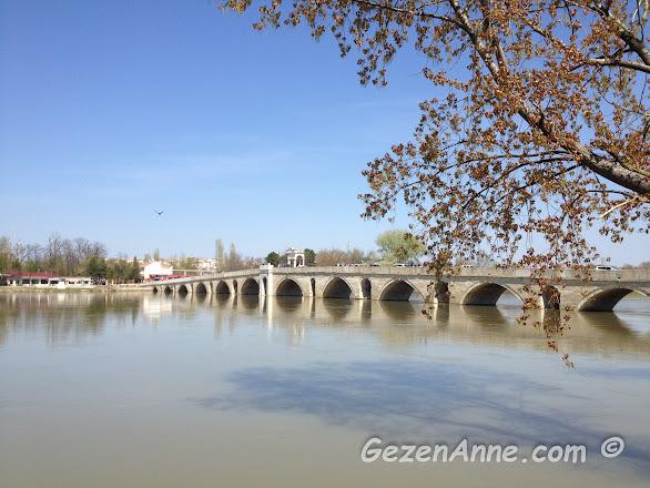 Meriç nehri ve üzerindeki Meriç taşköprüsü, Edirne