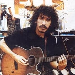 pegang gitar di studio
