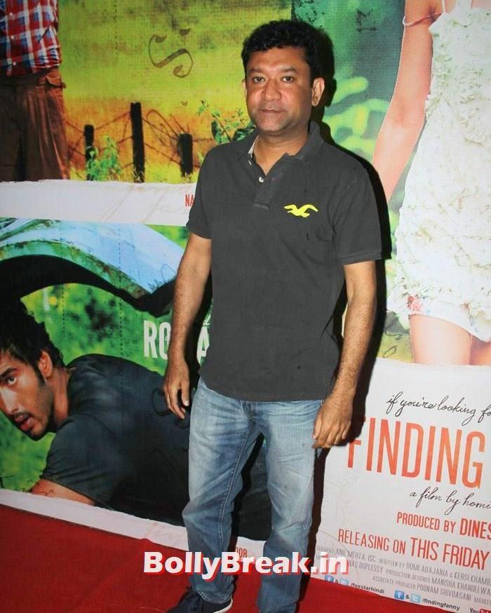 Ken Ghosh, Deepika Padukone in Beige Colur Saree for 'Finding Fanny' Screening