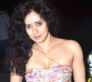 Shreya Narayan Family Husband Son Daughter Father Mother Marriage Photos Biography Profile.