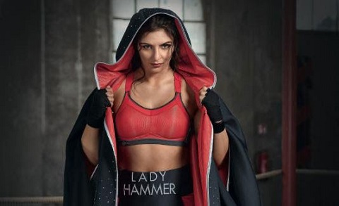 Christina Hammer mang sức mạnh chiến đấu trở thành thông điệp