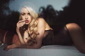 Bí mật sau bức ảnh khỏa thân treo ở phòng ngủ mà chồng yêu thích