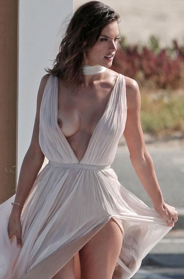 Topless de Alessandra Ambrosio