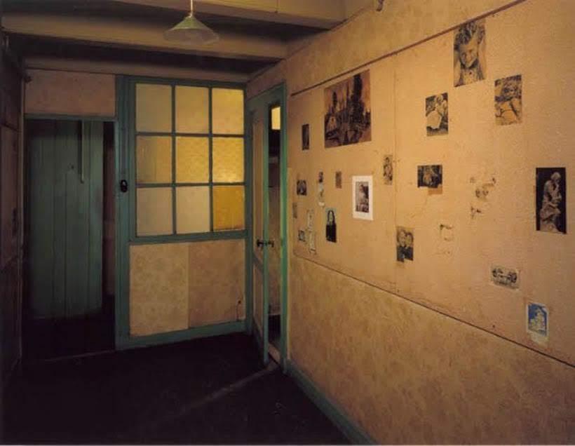 Quarto de Anne Frank no museu em Amsterdam. Foto: www.annefrank.org