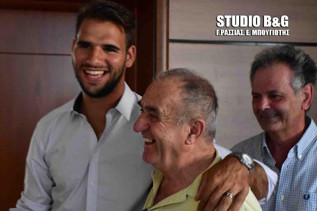 Εξαγριωμένοι φιλάθλων του Πανναυπλιακού: Κάτω τα χέρια από την ομάδα του Παναγιώτη Ταχτσίδη