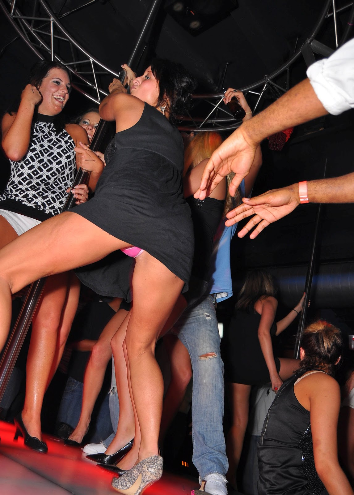 Подсмотренное порно фото зрелых из-под