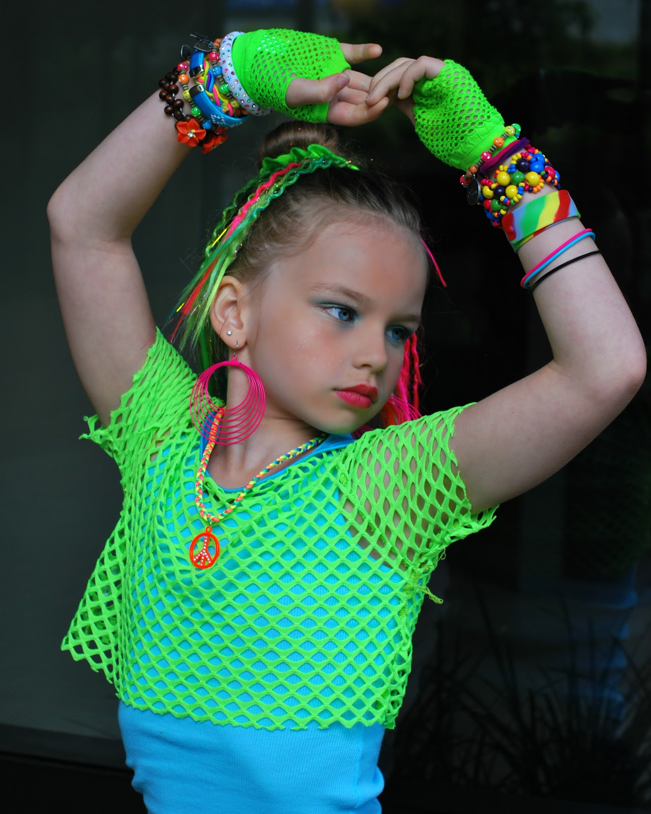 POSE child modeling mag Junior Fashion Experts: May 2012