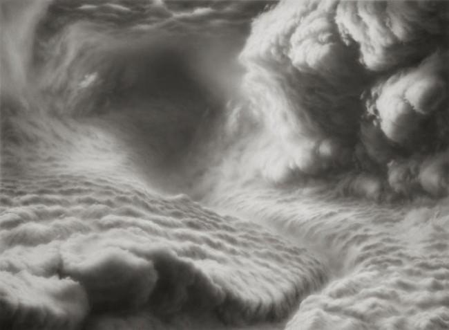 Paisaje con nubes hecho a lápiz