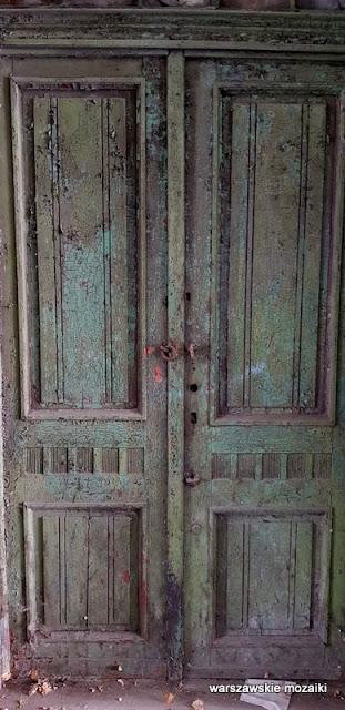 Warszawa Warsaw kamienica praskie klimaty architektura opuszczone stalowa praska drzwi