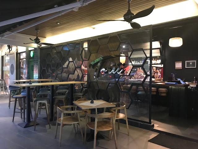 exterior-restaurant-plaza-batai