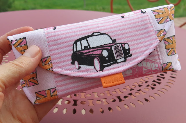 Glasses case - Tutorial by Thread Riding Hood - London theme fabric