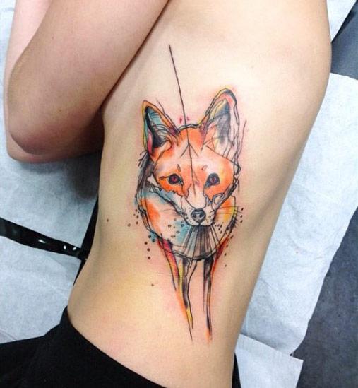 tatuaje de zorro en las costillas