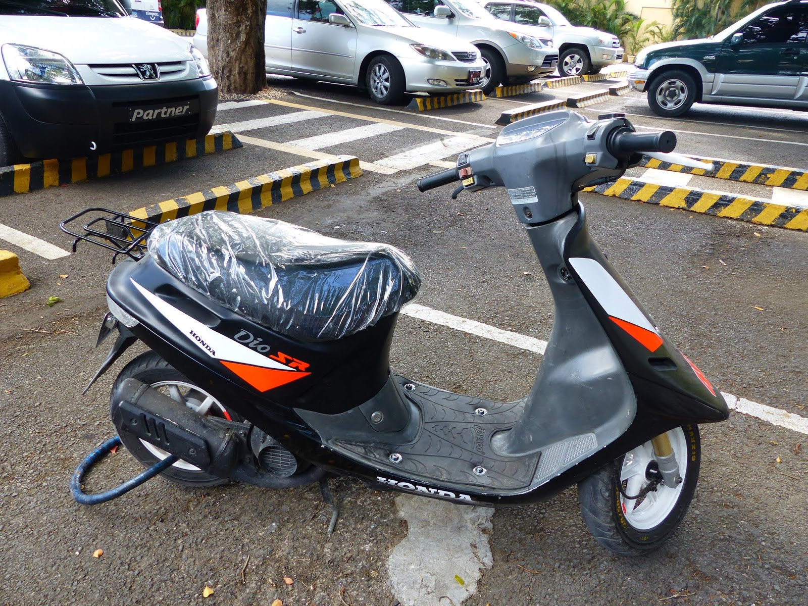 OldMotoDude: Honda Dio SR Scooter spotted on Dominican ...