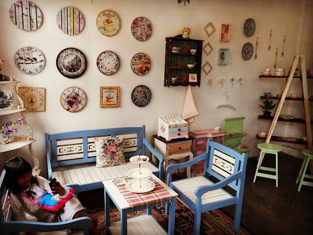 foto koleksi di galeri shabby kampung tulip