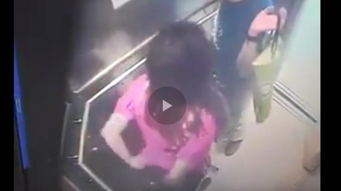 Aksi-Wanita-Bersama-Pacarnya-di-Dalam-Lift-Terekam-CCTV
