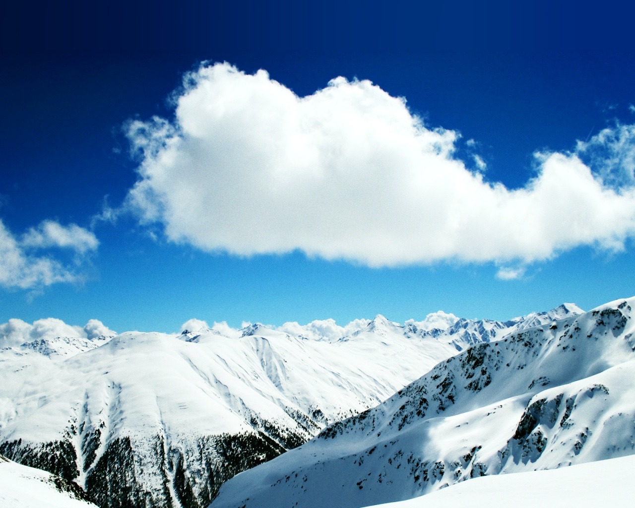 Snowy Background With Mountain: FULL WALLPAPER: Snow Mountain Wallpapers