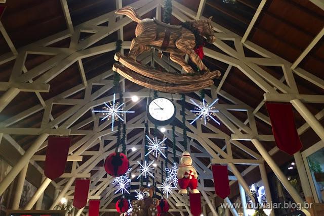 O centro comercial Largo da Borges com a decoração de Natal