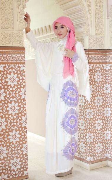 Gaya Hijab Feminim Dan Anggun Dian Pelangi