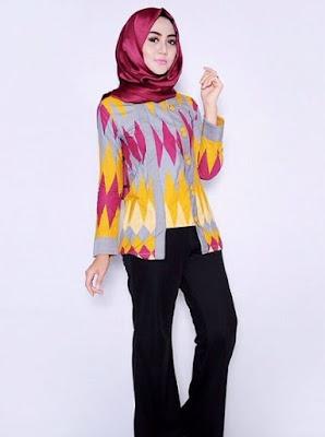 Ide baju batik untuk kerja dengan hijab satin