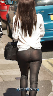 mujeres sexys leggins calle
