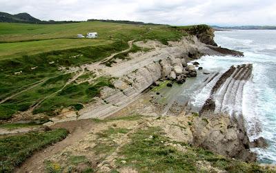 Viajar por la Costa Quebrada en Santander. Rutas por la Costa Quebrada. Qué ver por la Costa Quebrada. Flysch