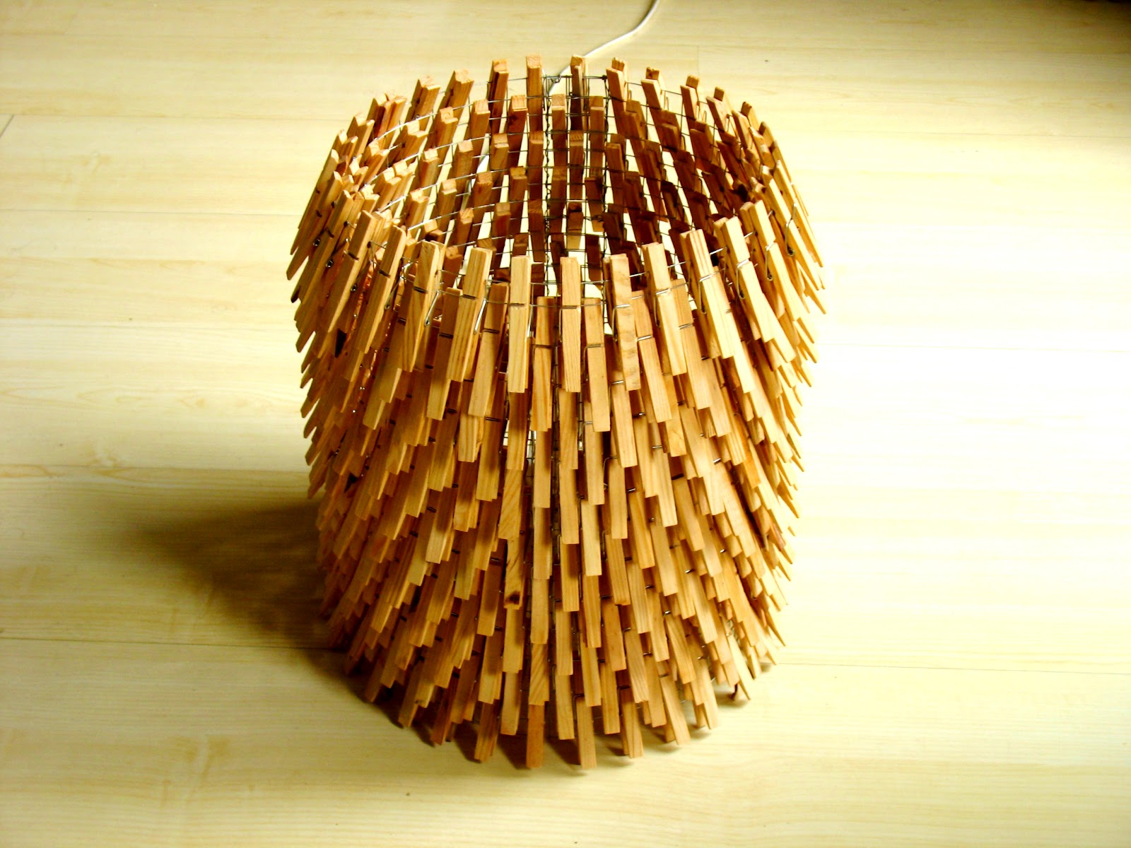 second life of objects: Lamp made with clothes pegs